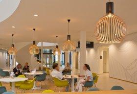 Octo 4240 armaturen in de lobby van het Zaans Medisch Centrum. Project van TunnelmaDesign.