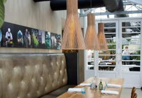 Secto 4200 pendants in noten in Restaurant Kwekerij De Kas Amsterdam